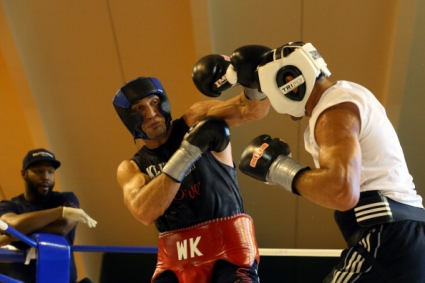 Спаринги на Владимир Кличко се опитват да уплашат Кобрата