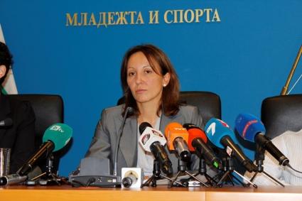 """Министър Раданова уволни шефовете на """"Академика 2011"""", сезира главния прокурор и Министерството на финансите"""