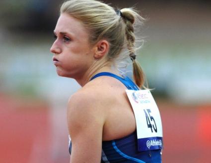 Фалстарт за Пиърсън в Стокхолм, падане за Било, триумф за САЩ на 100 м/пр