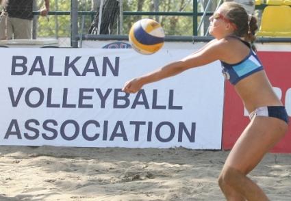 И Балканиадата за младежи и девойки до 20 години май се оказа далечна дестинация за българския плажен волейбол
