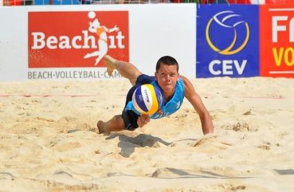 Атанасов и Калчев на 1/16-финал на Европейското по плажен волейбол за младежи
