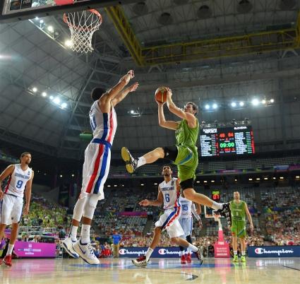 Словения продължава напред след трудна победа над Доминикана (видео+галерия)