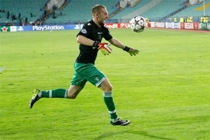 Динамо се подиграва със Стяуа, използвайки подвига на Моци