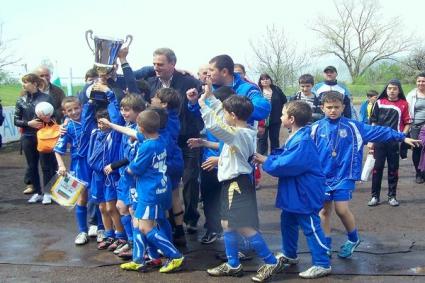 Треньорите в школата на Черноморец получиха по три заплати