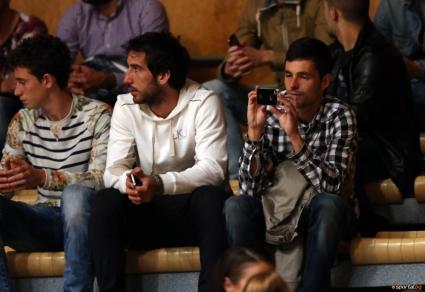 Футболистите на Левски подкрепиха баскетболния тим (видео)