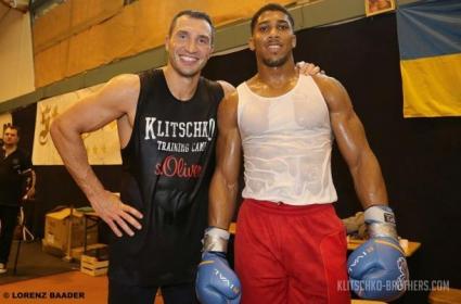 Антъни Джошуа се опитвал да имитира Кобрата по време на спарингите с Кличко