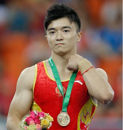 Две титли на Китай в първия ден на финалите на отделните уреди