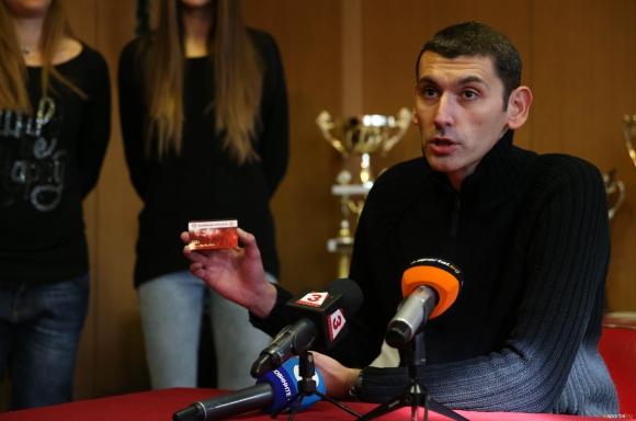 """ЦСКА продължава кампанията """"100 сърца"""" с нова цена на картата"""