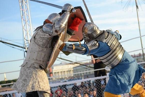 Рицари в средновековни схватки на ринг в Русия