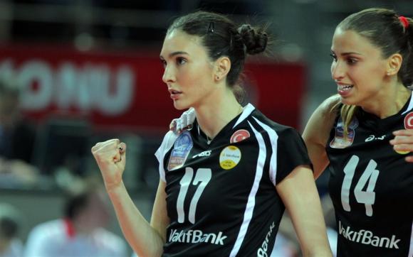 Ели Василева и Вакъфбанк паднха с 2:3 от Фенербахче, но ще играят на финалите на ШЛ