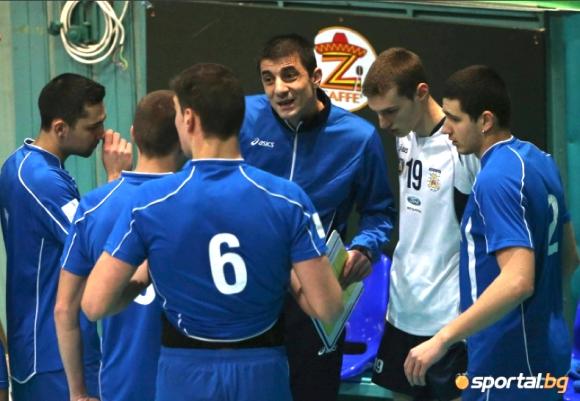 По 100 лв. заплата в Левски, волейболистите се къпят в женската съблекалня