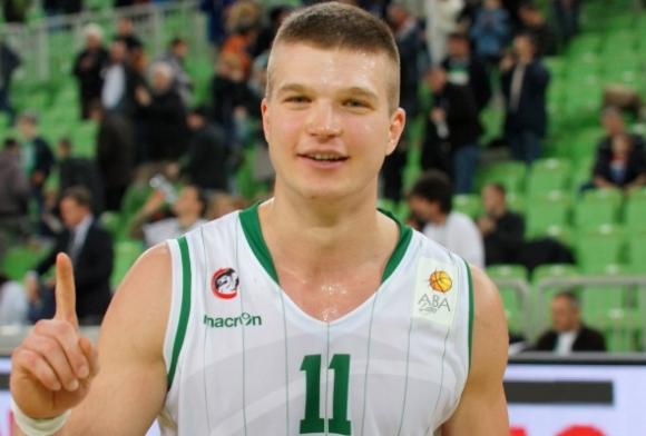 Унион Олимпия пристига в София без капитана си Дино Мурич