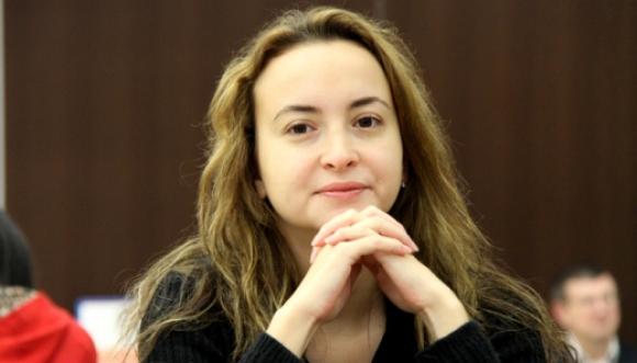 Стефанова започна с реми участието си на световното по шахмат