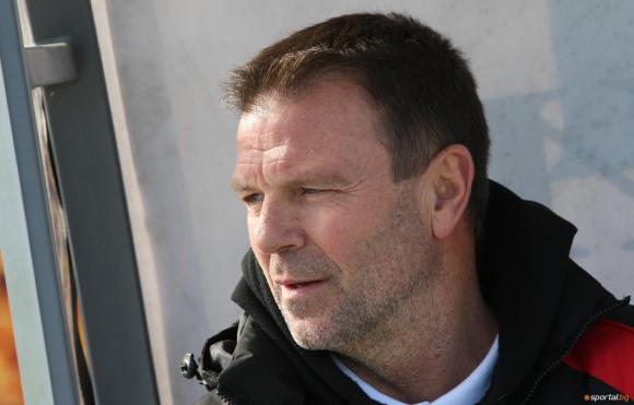 Стойчо Младенов остава наставник на ЦСКА
