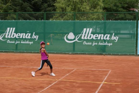 Започнаха записванията за първия детски тенис турнир в Албена за 2015 г.