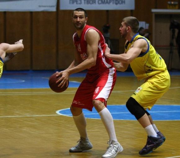 Лукойл Академик с категорична победа в Плевен