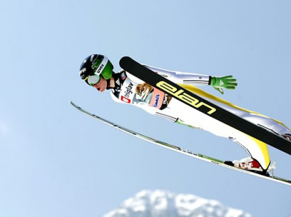 Домакините от Словения спечелиха отборната надпревара по ски-скок в Планица