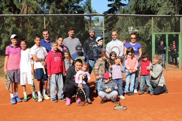 Тенис занимания помагат на деца аутисти