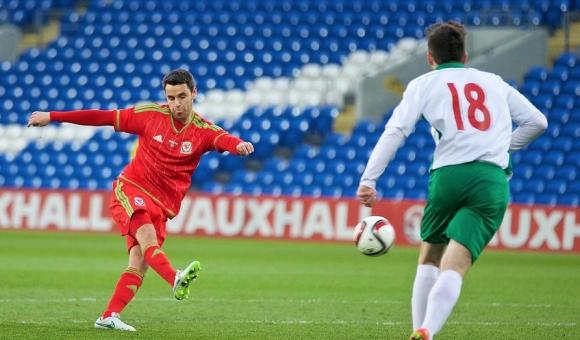 Младежите стартираха квалификациите за Евро 2017 с тежка загуба от Уелс в дебюта на Тони Здравков (снимки)