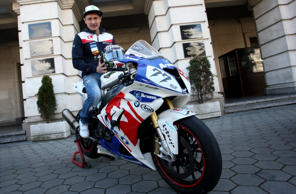 За първи път Мартин Чой ще се състезава в европейския шампионат в клас Супербайк 1000