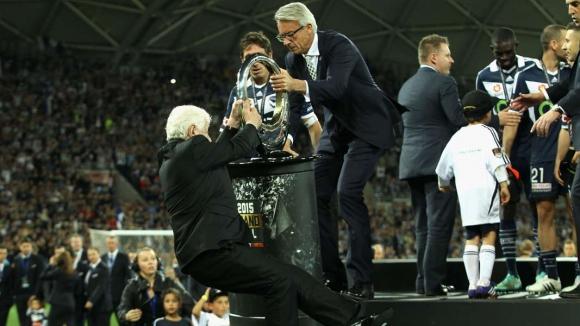 Падналият от сцената президент на австралийската лига с операция на мозъка