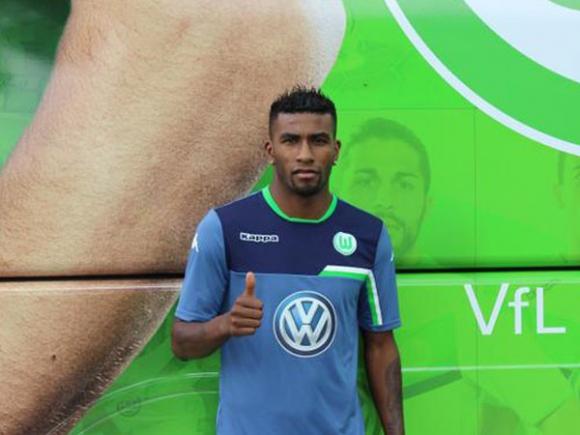 Волфсбург привлече перуански защитник