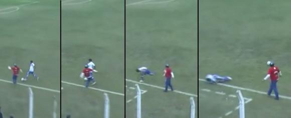 Треньор в Аржентина със скандална проява, рита противников футболист (видео)