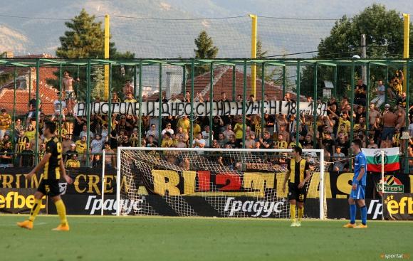 Феновете на Ботев Пд наказаха футболистите след позорната загуба