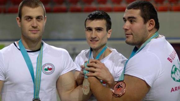 Осемте най-силни състезатели на Балканите по канадска борба идват в Банско