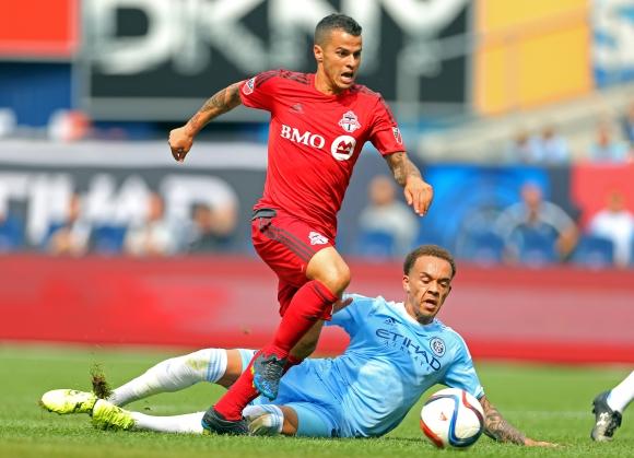 Джовинко с три гола, Торонто разби тима на Кака