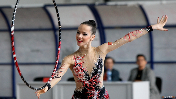 Катрин Тасева и Сара Стайкова останаха извън финалите на обръч и топка на турнира в Будапеща