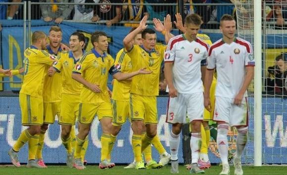 Украйна подгони лидерите с лесна победа срещу Беларус (видео)