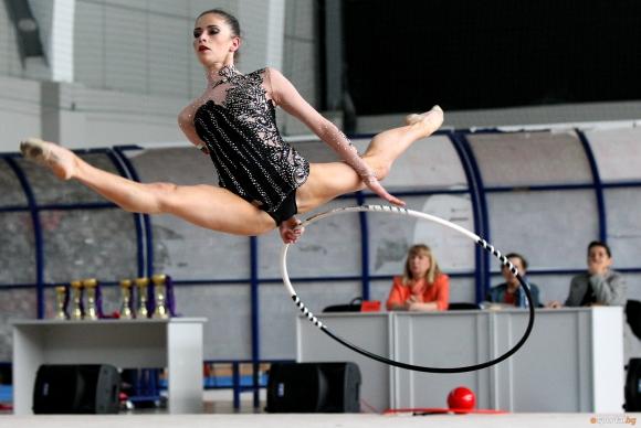 """Владинова с трета оценка на обръч след първата ротация в група """"А"""" на световното по художествена гимнастика"""
