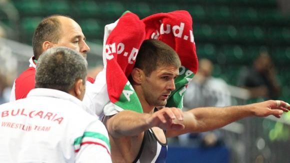 Ангелов продължи на осминафинал
