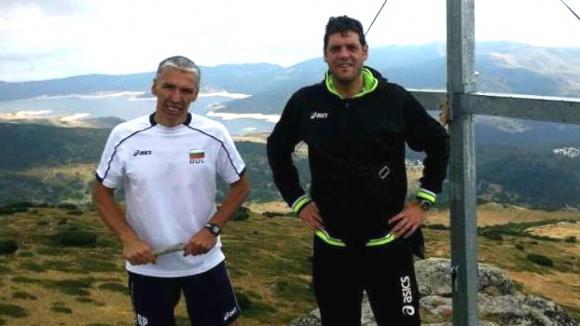 Треньор на националите с нагледен урок към волейболистите