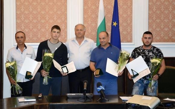 Наградиха медалисти от световното по борба в Сараево