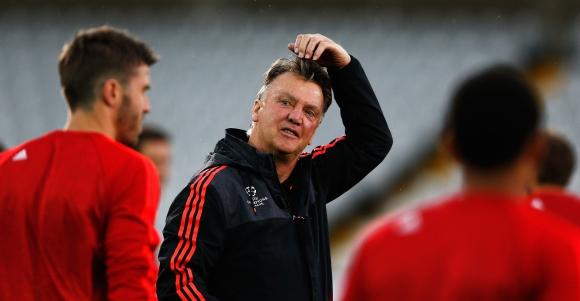 Звездите на Юнайтед се оплакаха от изцеждащите тренировки на Ван Гаал