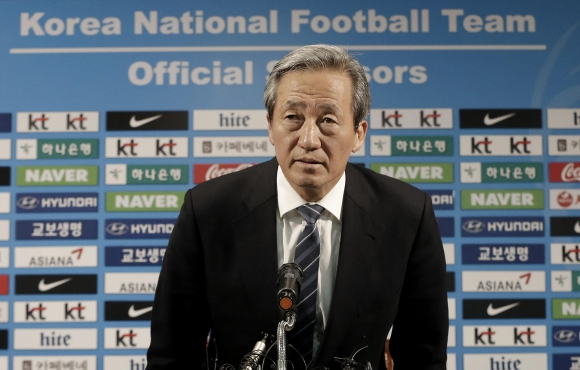 Кандидат за президент на ФИФА отстранен от футбола за 15 години