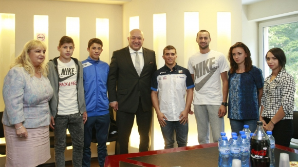 Министър Кралев: Политиката ни е да отделяме все повече средства за младите спортисти
