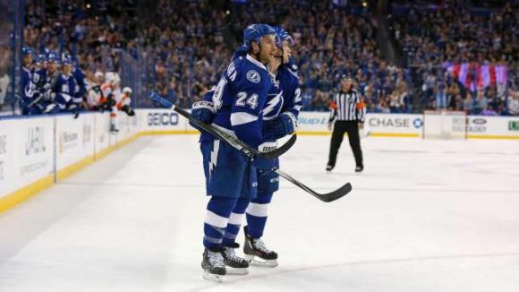 Тампа Бей започна сезона в НХЛ с историческа победа