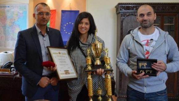 Световна шампионка по карате киокушин със златен почетен знак за особени заслуги в спорта