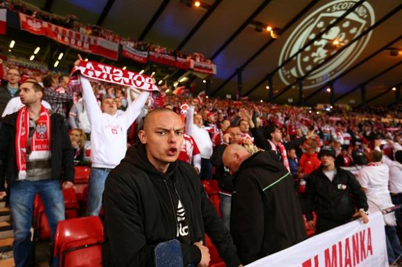 УЕФА започва разследване срещу фенове на Полша
