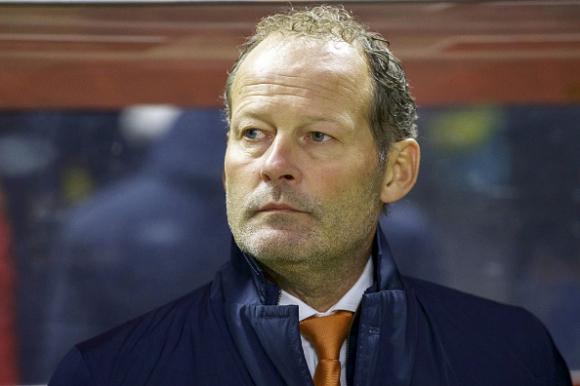 Дани Блинд не е загубил надежди, че Холандия може да се класира