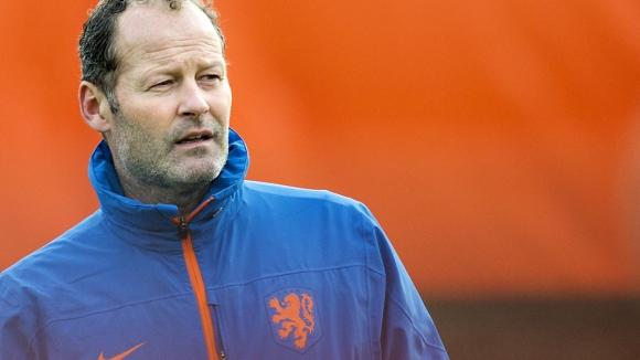 Дани Блинд остава селекционер на Холандия, въпреки провала