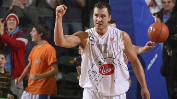Словенска легенда сложи край на кариерата си (видео)
