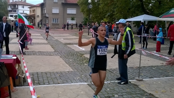 "Над 240 бегачи участваха в 46-ия крос ""Колю Фичето"""