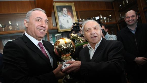 Стоичков и Бербатов поздравиха Сашо Манов