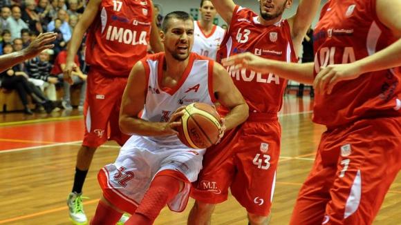 Блестящ Захариев изведе Триест до първи успех