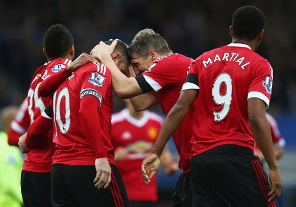 Манчестър Юнайтед се надигна и нанесе тежък удар на Евертън (видео)