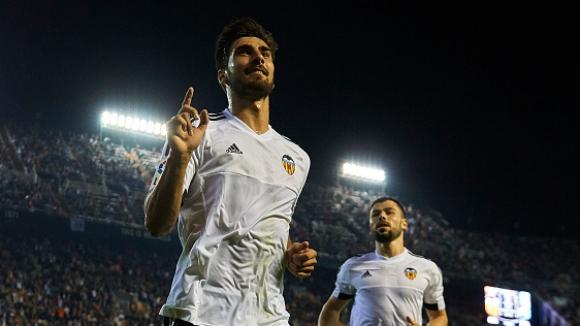 Валенсия развинти Малага, Еспаньол си тръгна с три точки от Севиля